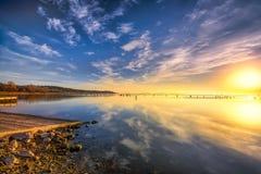 Lever de soleil au-dessus de lac Benbrook images libres de droits