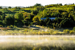 Lever de soleil au-dessus de lac Hvaleyri Islande Image stock