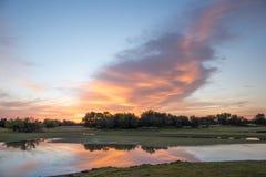 Lever de soleil au-dessus de lac, Kalahari, Afrique du Sud photos libres de droits