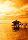 Lever de soleil au-dessus de lac tropical Photographie stock libre de droits