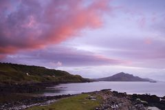 Lever de soleil au-dessus de loch écossais Photo stock