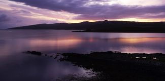 Lever de soleil au-dessus de loch écossais photos stock