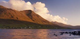 Lever de soleil au-dessus de loch écossais image stock