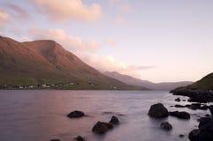 Lever de soleil au-dessus de loch écossais images libres de droits