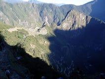 Lever de soleil au-dessus de Machu Pichu Image stock