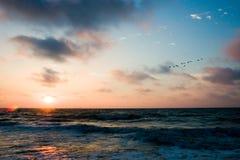 Lever de soleil au-dessus de mer Image stock