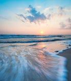 Lever de soleil au-dessus de mer baltique sur l'île Rugen image libre de droits