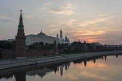 Lever de soleil au-dessus de Moscou Kremlin (5h21). Vue de Th Photographie stock libre de droits