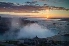 Lever de soleil au-dessus de Niagara Photos stock