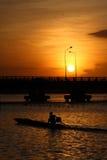 Lever de soleil au-dessus de passerelle Images libres de droits