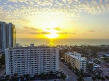 Lever de soleil au-dessus de pi Lauderdale, FL Image stock