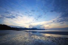 Lever de soleil au-dessus de plage d'ao Nang Photo libre de droits