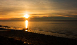 Lever de soleil au-dessus de plage de Penarth Photos stock