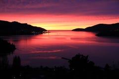 Lever de soleil au-dessus de port de Lyttelton Images stock