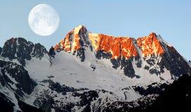 Lever de soleil au-dessus de Presanella image stock