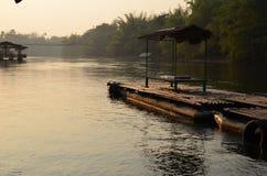 Lever de soleil au-dessus de rivière de Kwai Photo stock