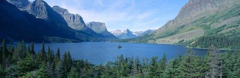 Lever de soleil au-dessus de St Mary Lake, parc national de glacier, Montana Image libre de droits
