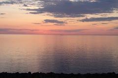 Lever de soleil au-dessus de supérieur de lac Photographie stock