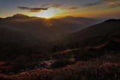 Lever de soleil au-dessus de vallée, Sikkim Photographie stock libre de droits