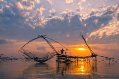 Lever de soleil au-dessus de zone de pêche Photos stock