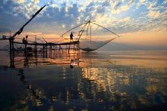 Lever de soleil au-dessus de zone de pêche Image stock