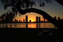 Lever de soleil au-dessus des bâtiments Photo stock