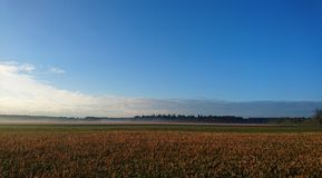 Lever de soleil au-dessus des champs en Bavière Photo libre de droits