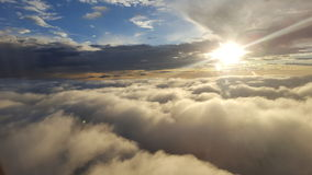 Lever de soleil au-dessus des nuages Image libre de droits