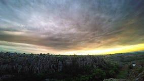 Lever de soleil au-dessus du canyon clips vidéos