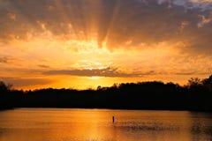 Lever de soleil au-dessus du dock Photos libres de droits