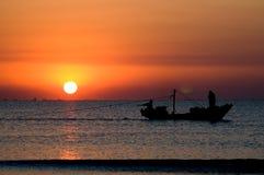 Lever de soleil au-dessus du fleuve Image libre de droits