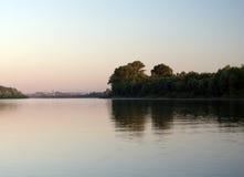 Lever de soleil au-dessus du fleuve Photo libre de droits
