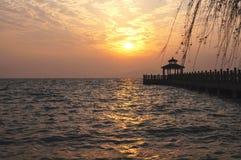 Lever de soleil au-dessus du lac Photos libres de droits