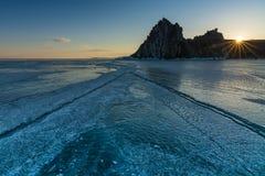 Lever de soleil au-dessus du lac Baikal d'hiver Photographie stock