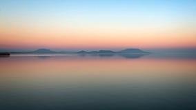 Lever de soleil au-dessus du Lac Balaton de la Hongrie, longue exposition Photo libre de droits