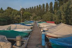 Lever de soleil au-dessus du lac de Locarno photos libres de droits