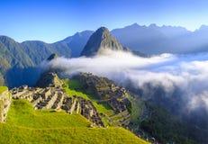 Lever de soleil au-dessus du Machu Picchu images libres de droits
