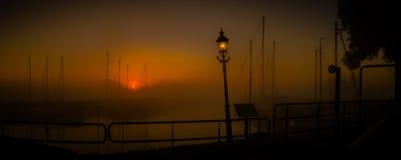 Lever de soleil au-dessus du port photo stock