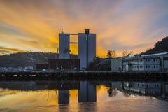 Lever de soleil au-dessus du port de Halden Photos stock