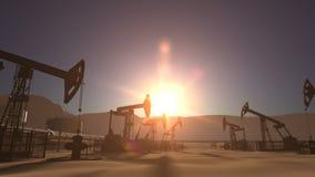 Lever de soleil au-dessus de gisement de pétrole avec les pumpjacks et la canalisation banque de vidéos