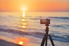 Lever de soleil au-dessus de l'aérolithe de côte du soleil au-dessus du horizo Photo stock