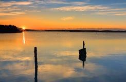 Lever de soleil au-dessus de l'admission de Mallacoota Images stock