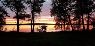 Lever de soleil au-dessus de lac Minnewawa images libres de droits