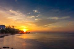 Lever de soleil au-dessus de mer Photographie stock