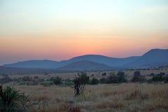 Lever de soleil au-dessus de parc national de Pilanesberg Photos stock