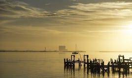 Lever de soleil au-dessus de rivière indienne dans Titusville, la Floride Photos stock