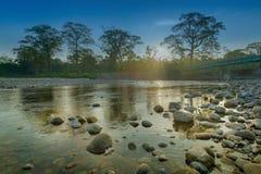 Lever de soleil au-dessus de rivière de Murti, Dooars, le Bengale-Occidental, Inde Images libres de droits