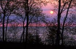 Lever de soleil au lac Photos stock