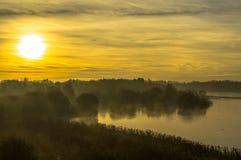 Lever de soleil au lac Photographie stock
