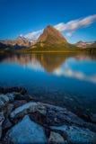 Lever de soleil au lac actuel rapide Images libres de droits